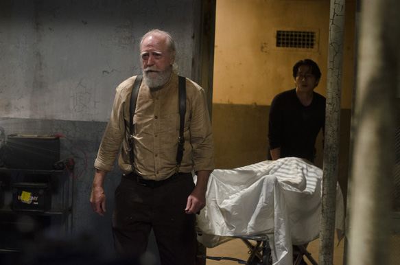 "5cad4471 50ca 1c1f 070a bf24a503300d TWD 405 GP 0627 0302 - The Walking Dead  	""Internment"" Episode 5 (Review)"