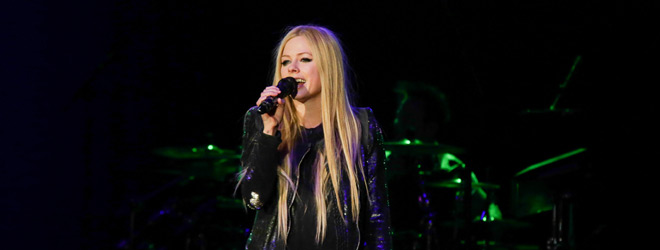 avril live slide - Avril Lavigne Rocks The Paramount Huntington, NY 12-11-13