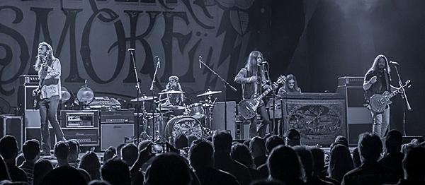 blackberry slide - Blackberry Smoke fire up The Paramount Huntington, NY 8-7-14
