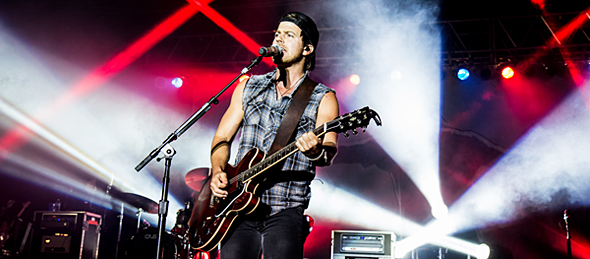 kip slide - Kip Moore and Friends light up Pennysaver Amphitheater Farmingville, NY 8-29-14