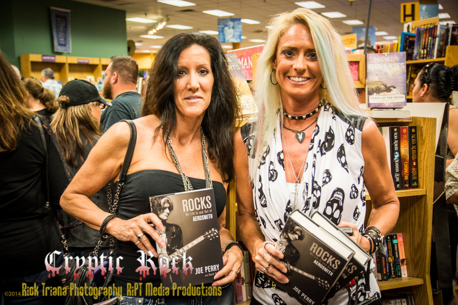 DSC9190 1 - Joe Perry's Rocks: My Life In and Out of Aerosmith book signing Tempe, AZ 10-18-14