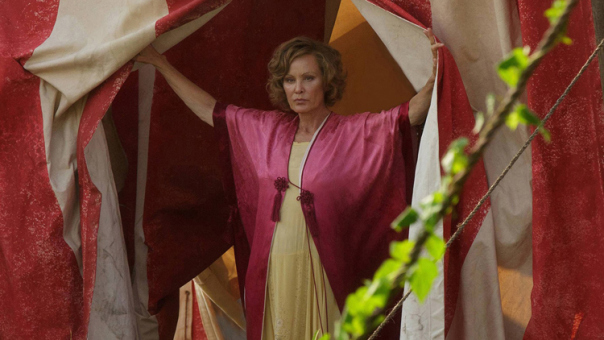 jessica lange american horror story freak show premiere 2 - American Horror Story: Freak Show - Monsters Among Us (Episode 1 Review)