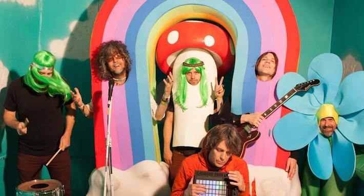 flaming lips 20141 - The Flaming Lips - With a Little Help From My Fwends (Album Review)