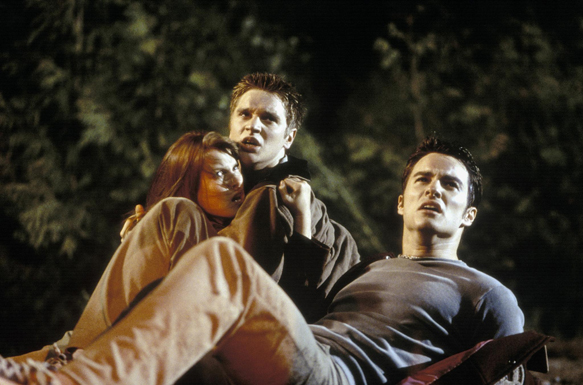 still of devon sawa kerr smith and kristen cloke in final destination 2000 large picture - Final Destination Cheats Death for 15 Years