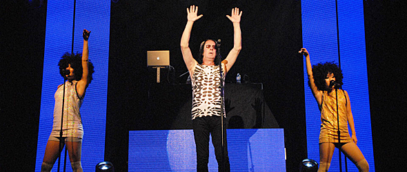 todd slide - Todd Rundgren Entrances The Paramount Huntington, NY 8-18-15