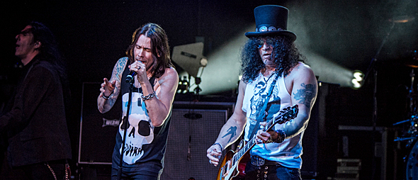 slash for slide 3 - Slash w/ Myles Kennedy & The Conspirators Rock The Arizona Desert 10-20-15