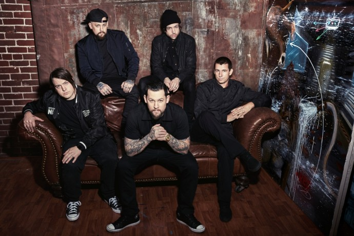 good charlotte group couch photo 690x460 - Good Charlotte - Youth Authority (Album Review)
