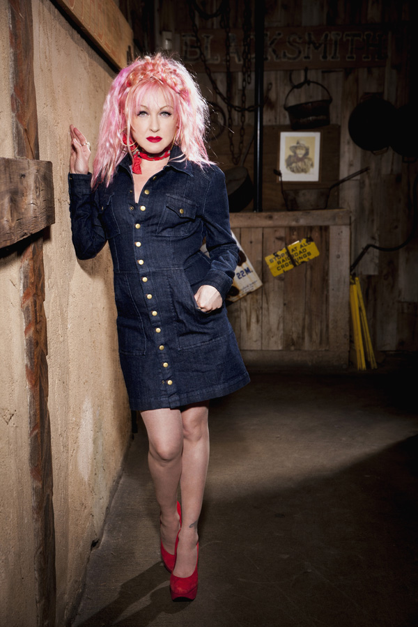 cyndi 2 - Cyndi Lauper - Showing Her True Colors