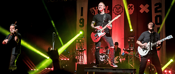 yellowcard slide - Yellowcard Bid Farewell The Paramount Huntington, NY 11-11-16