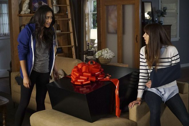 pretty boots 3 - Pretty Little Liars - These Boots Were Made for Stalking (Season 7/ Episode 12 Review)