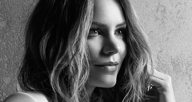 kat promo - Katharine McPhee - I Fall in Love Too Easily (Album Review)