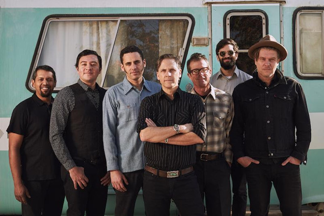 cal prom - Calexico - The Thread That Keeps Us (Album Review)