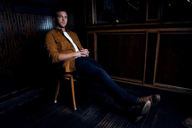 phil promo - Phillip Phillips - Collateral (Album Review)