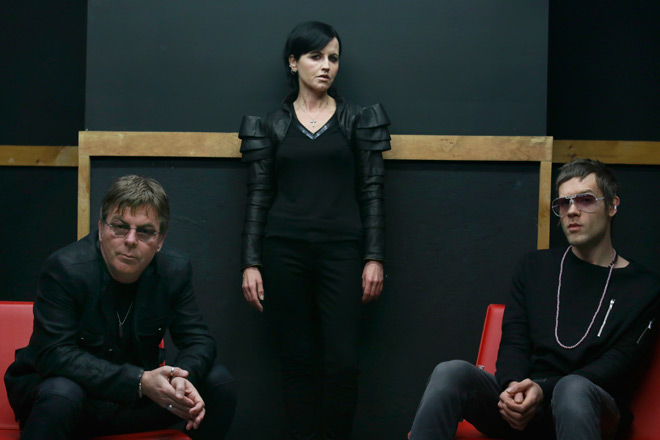 dark - Dolores O'Riordan - Remembering Her Voice, Message, & Passion