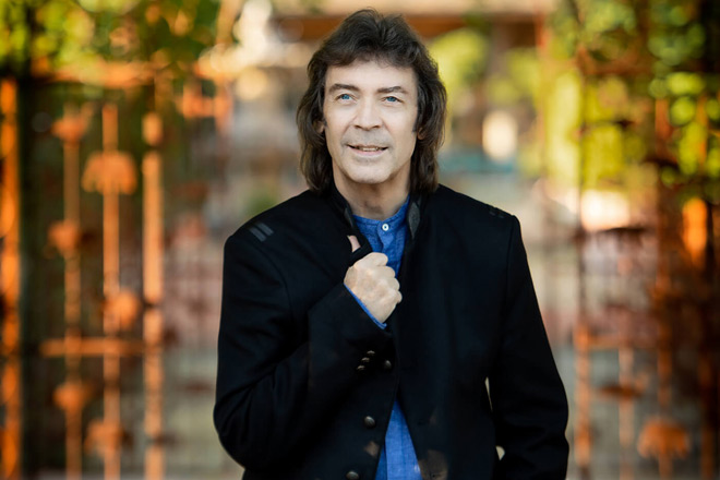 steve hackett 2019 promo - Steve Hackett - At the Edge of Light (Album Review)